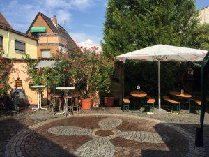 Sommerausschank Innenhof